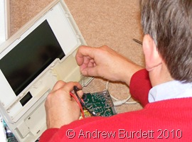 PC MAN_Dad rewires the controller laptop