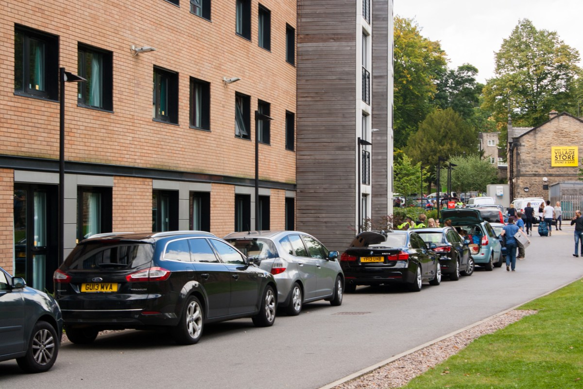 Cars, in the process of being unloaded, line up outside the Endcliffe Student Village apartment blocks.  [PHOTO: © Andrew Burdett 2015 | REF: LRxprt-IMG_8394_ARB]
