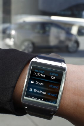 Galaxy-Gear-and-BMW-i3_2