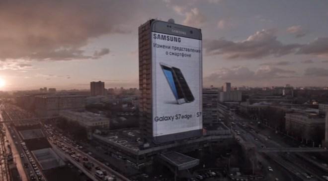 80 Meter ragt diese S7 Edge in die Höhe. Damit kann man es noch von rund 2 Kilometern Entfernung sehen. (Screenshot Samsung-Video)