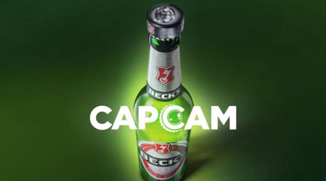 Auf dem Kronkorken der Flasche steckt ein kleines Ding: eine 360 Grad Kamera (Foto: BBDO/Youtube)