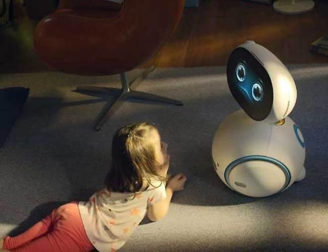 """Zenbo soll auch ein """"lustiger und lehrreicher Spielkamerad"""" für Kinder sein. Der Roboter kann den Kindern Geschichten vorlesen, Lernspiele anbieten, Musikstücke vorspielen und sogar mit ihnen tanzen."""