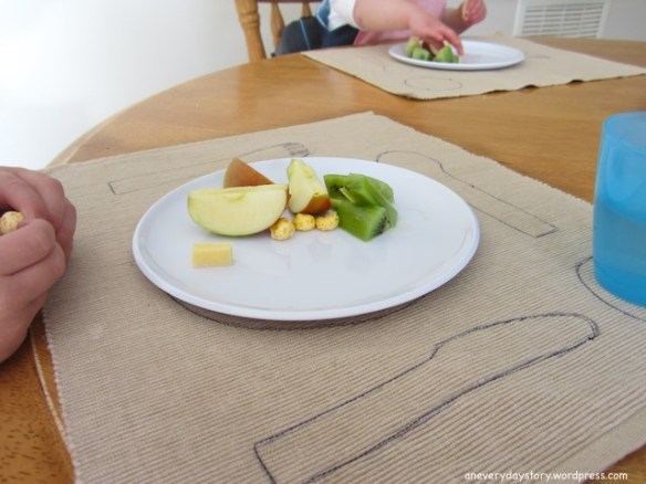 diy montessori placement for toddlers Simple DIY Montessori Placemat