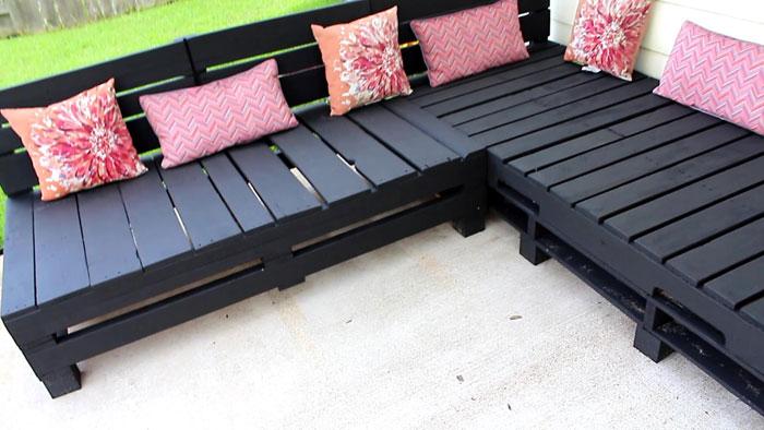 DIY Pallet Furniture - Patio Furniture Sectional | DIY Furniture | DIY | Outdoor Living | Home Decor | Patio Makeove | Patio Decor | Deck Decorations | Porch Decorations | Gardening