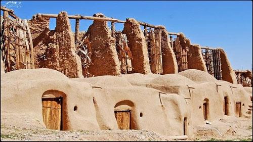Những chiếc cối xay gió cổ đại ở thị trấn của Iran - 1