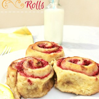 Strawberry Rolls - Anna Can Do It! * It's Summer time, so my rolls addiction is back on with new favorite flavors! Since it's strawberry season too, I couldn't miss the opportunity to make these gorgeous Strawberry Rolls! These Strawberry Rolls are so delicious, naturally sweet and oh so soft!