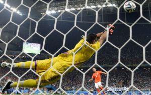 Romero si distende in tuffo e l'Olanda si arrende.