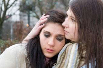 crying-girl-and-mom