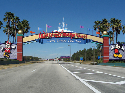 disney-welcome-sign