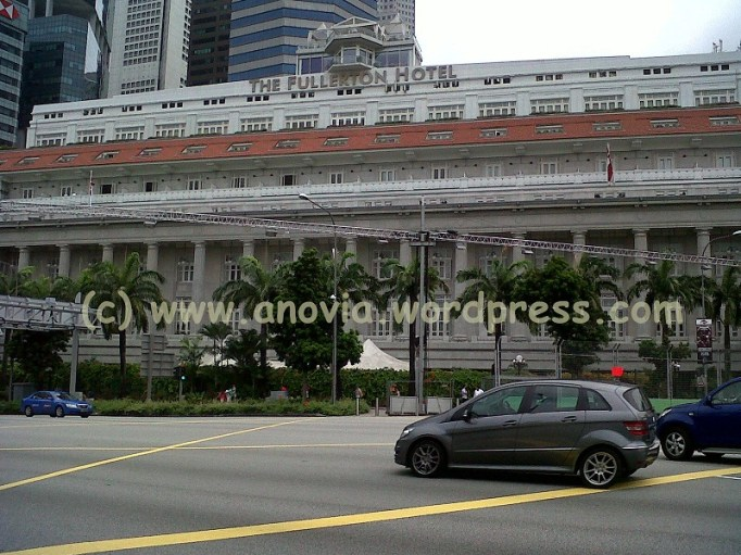 This is a nice hotel where you can walk across under the road in a tunnel linked to the Merlion Statue