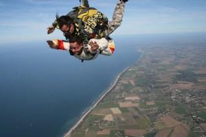 skydiving-721300_640