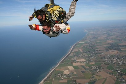 skydiving-721300_640