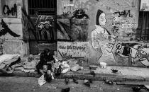 Ασπρόμαυρες εικόνες μιας Αθήνας σε παρακμή…