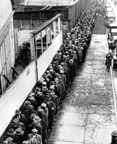 Το ρεκόρ της ανεργίας και η μετανάστευση