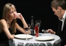Πως το κινητό τηλέφωνο βλάπτει τις σχέσεις μας