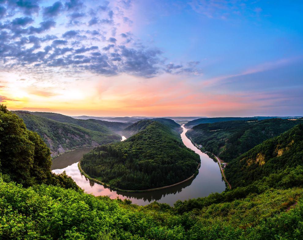 Η περιοχή του ποταμού Σάαρ στη Γερμανία, περιλαμβάνει πολλούς αμπελώνες κρασιού Riesling.