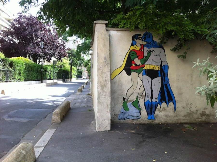 street-art-2013-kissing-heroes