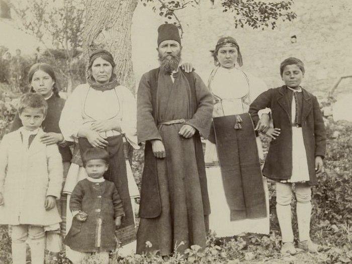 1889 - Οικογένεια Έλληνα παπά Πηγή: New York Public Library Digital