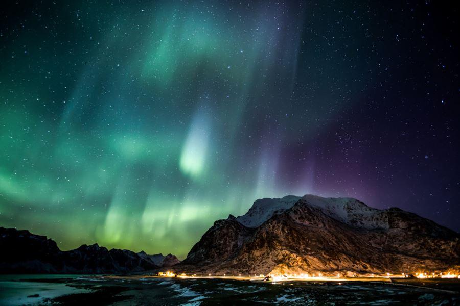 Το Βόρειο Σέλας πάνω από τις νήσους Lofoten, Νορβηγία