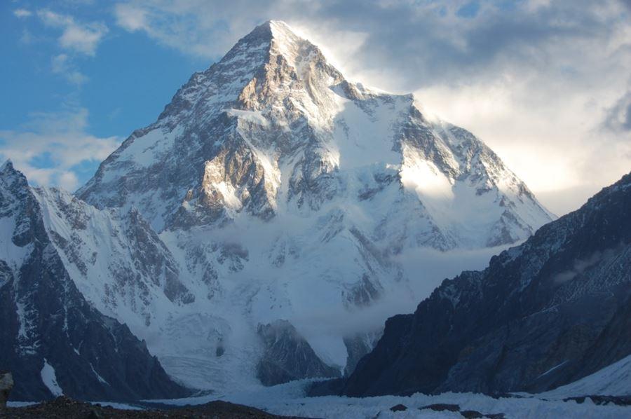 Κ2, μεταξύ Πακιστάν και Κίνας (2ο υψηλότερο βουνό στη Γη)