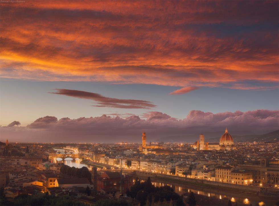 Εκπληκτικό ηλιοβασίλεμα στη Φλωρεντία, Ιταλία