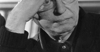 1 Δεκεμβρίου 1969: ο Γάλλος συγγραφέας και φιλόσοφος Ζαν-Πολ Σαρτρ κάνει μια παύση προβληματισμένος κατά τη διάρκεια μιας ομιλίας στο Παρίσι σχετικά με τα εγκλήματα πολέμου του Βιετνάμ. (Φωτογραφία από τον Καν Lancaster / Express / Getty Images)