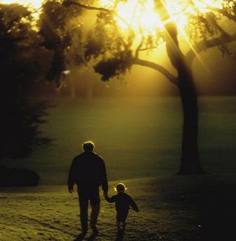http://i2.wp.com/antikleidi.com/wp-content/uploads/2015/07/child-walking-with-father.jpg