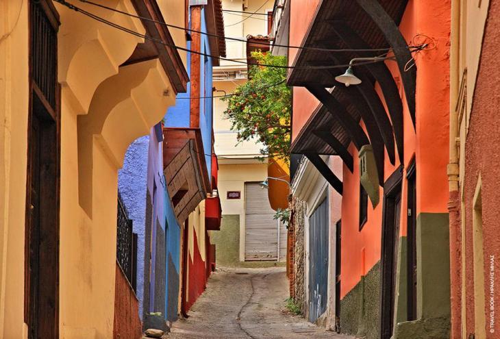 Καβάλα: Ενας δρόμος χίλια χρώματα στην Παλιά Πόλη