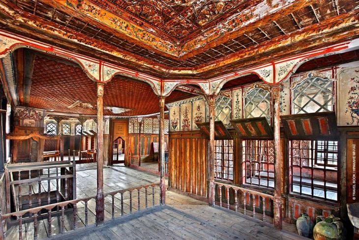 Αρχοντικό Σβαρτς, Λάρισα: Η χρυσή εποχή των Αμπελακίων που έφερε ο πρώτος Συνεταιρισμός του σύγχρονου κόσμου τον 18ο αιώνα, αποτυπώνεται μεγαλοπρεπώς στο αρχοντικό Σβαρτς (Γεωργίου Μαύρου).  * Αμπελάκια, 24950 93302, ώρες λειτουργίας: 8.00-15.00