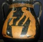 Ξέρετε πως και με τι έπλεναν τα ρούχα τους στην Αρχαία Ελλάδα; Που τα αποθήκευαν;