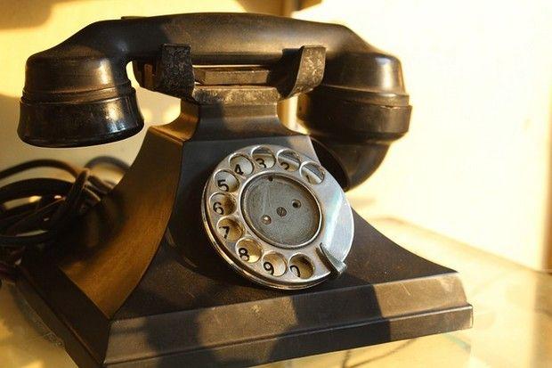 telephone-167068_640