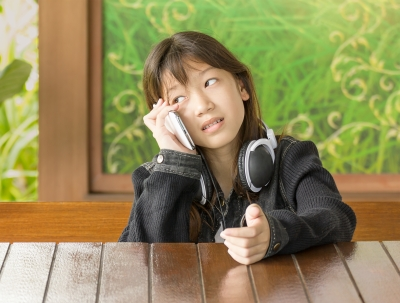 garota ao telefone
