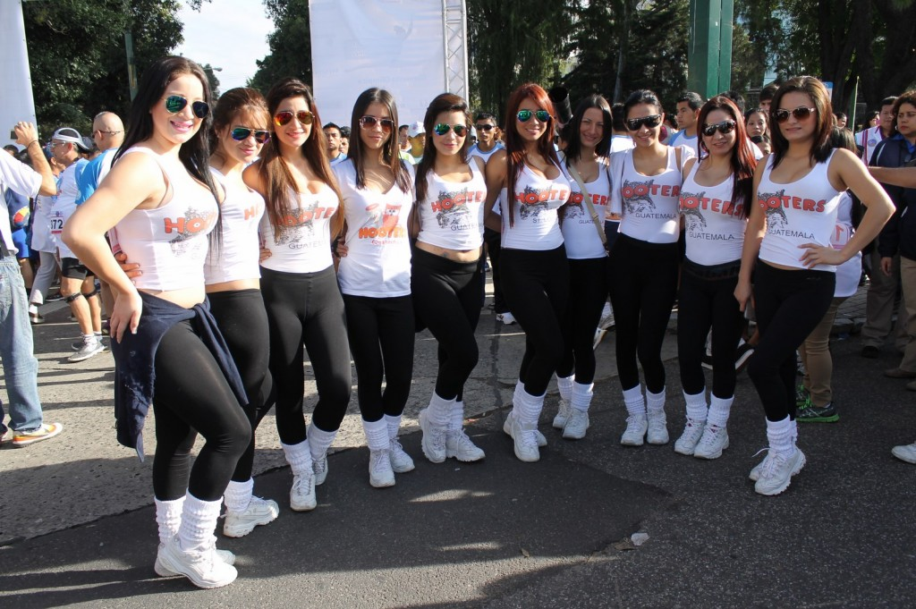 (((FOTOS))) Las chicas Hooters invaden