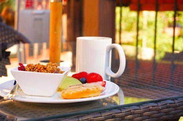 カフェテリアで朝食