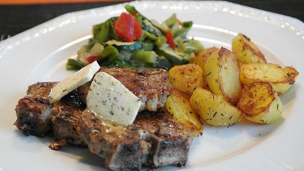 ラム肉のステーキ