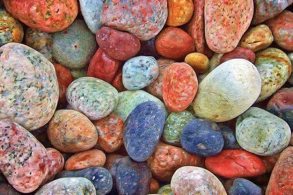 カラフルな小石