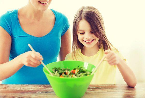 子供と一緒に料理をする