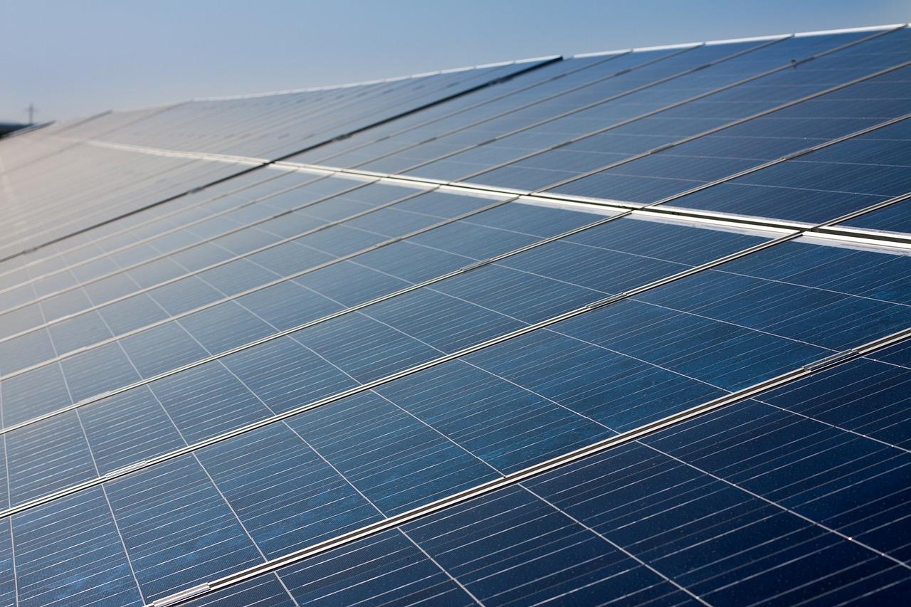 太陽光パネル同容量/パワコン容量違いの発電量差分の実績