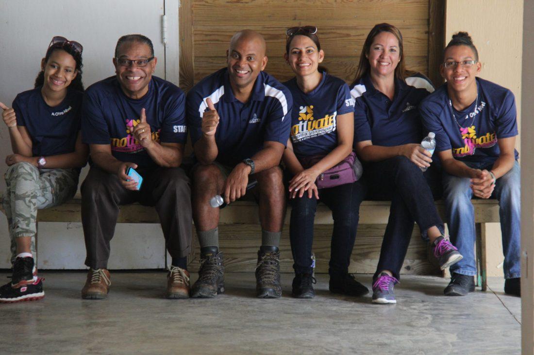 Equipo de A Otro Nivel luego de ofrecer un team building al equipo gerentes de El Mesón .