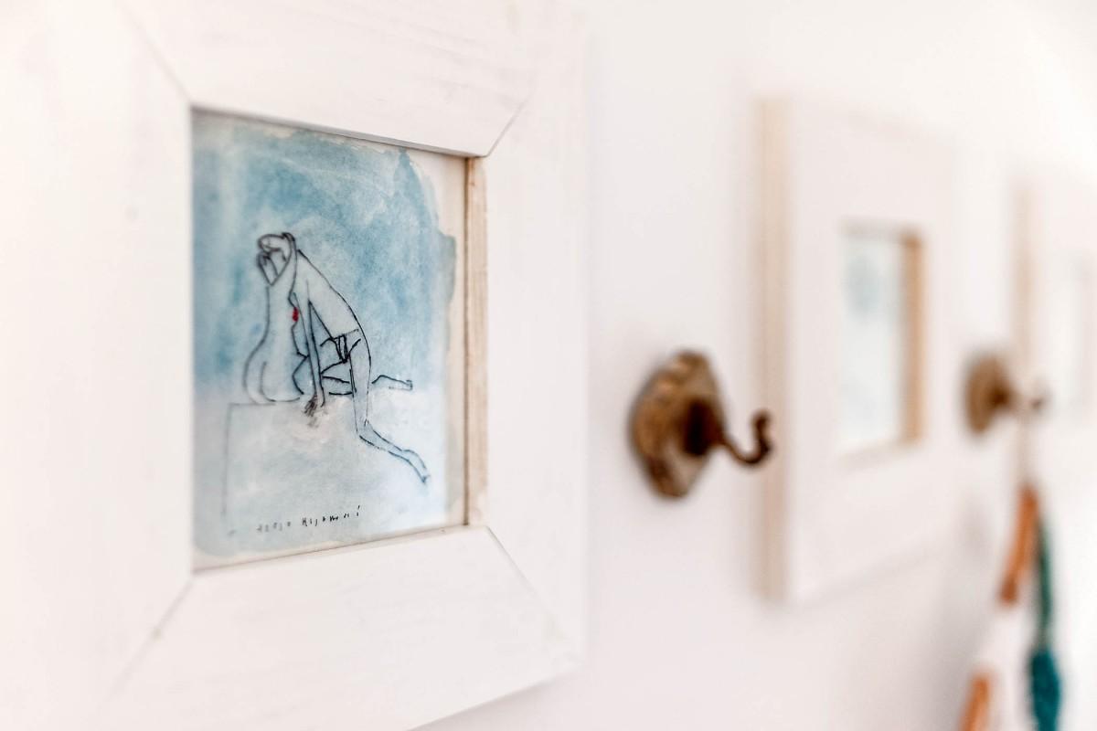 Art teaches us living. 'Kiss' by Tisja Kljaković (bedroom)