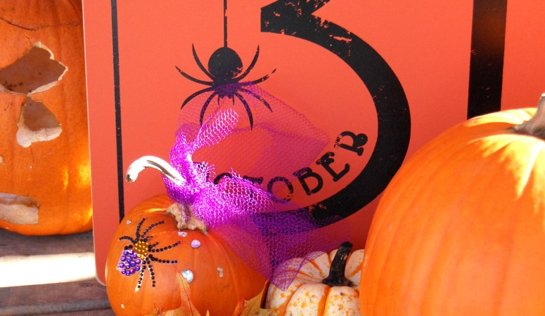 "Our Halloween Front Porch {Giant Glittery ""Boo"" Letters & Ghostly Urns}"