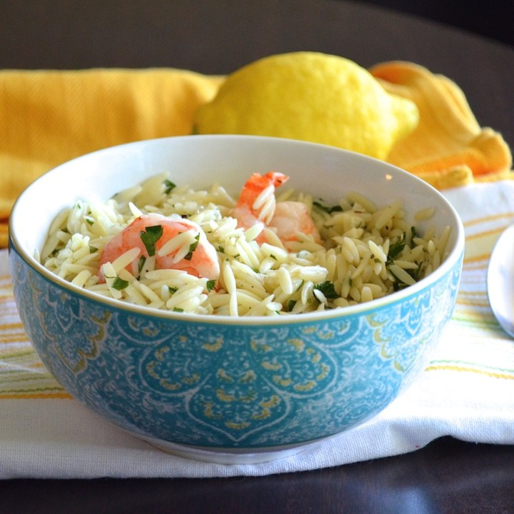 Delicious and healthy garlic lemon shrimp orzo! Under 300 calories and 20g protein