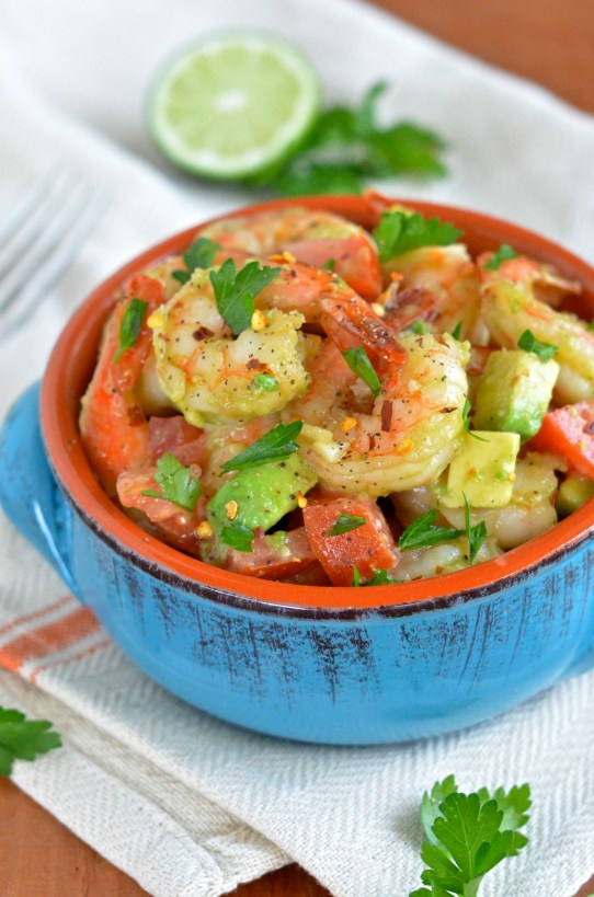 Honey Lime Shrimp and Avocado Salad! Only 300 calories per serving and 25 grams of protein! #healthy #fresh #protein
