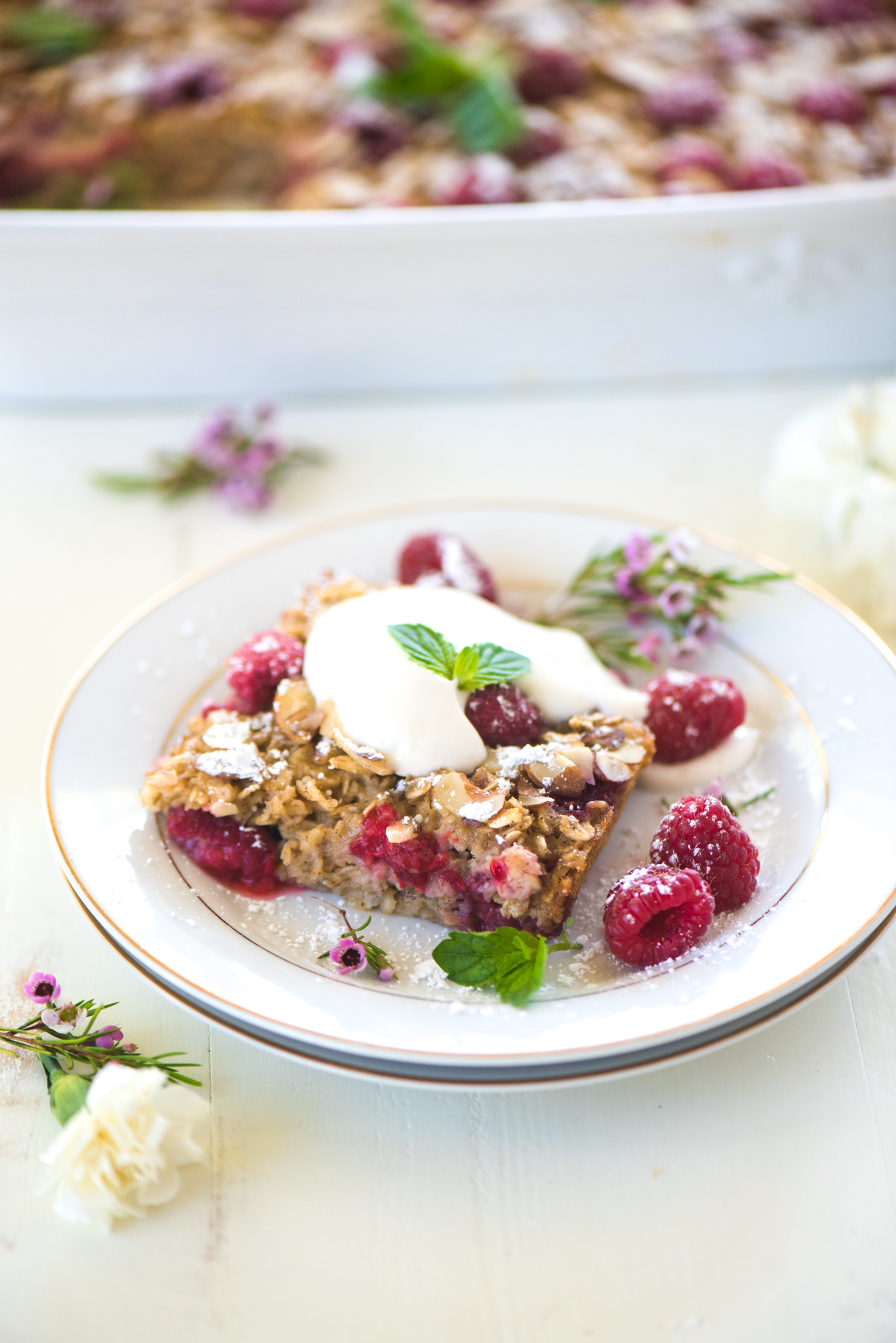 Honey Raspberry Baked Oatmeal- a healthy and filling breakfast that tastes like dessert!