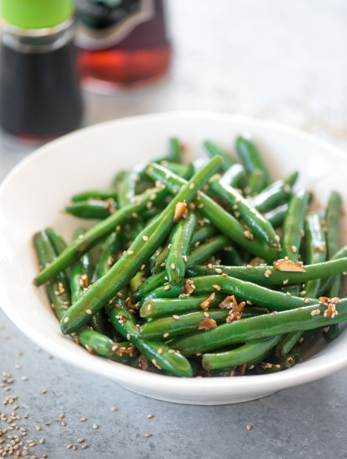 Asian Honey Sesame Green Beans- the perfect healthy side dish! Addictively good and done in just 15 minutes.