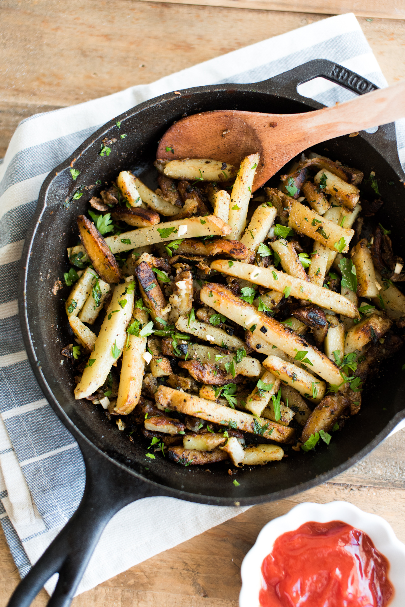 Garlic Butter Skillet Fries- the easiest, most delicious homemade fries! Crispy on the outside and buttery on the inside.