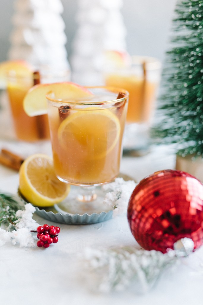 Spiced Apple Cider Toddy- just 4 ingredients in this cozy alcoholic drink!