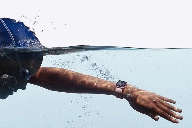 apple-watch-series-2-in-water