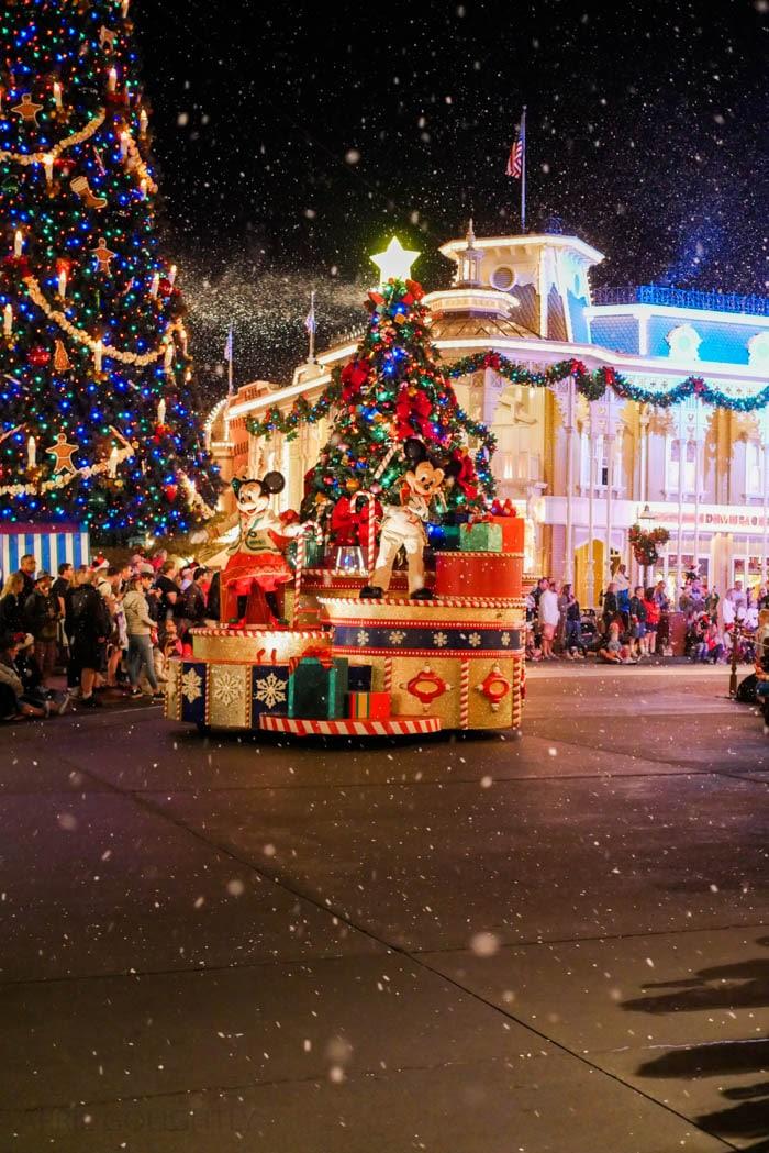 disney-very-merry-christmas-11-of-34