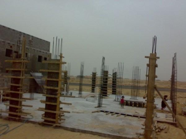 بناء الخشب حول العمود